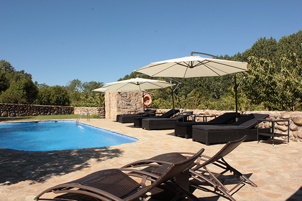 Zona de descanso piscina